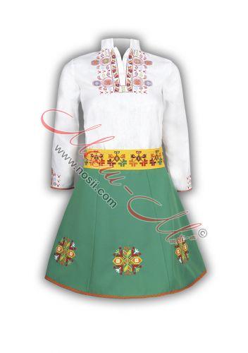 Детски фолклорен костюм с бродерия