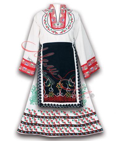 Бяла традиционна дамска носия с бродерия